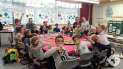 Spielenachmittag Klasse 9 mit Klasse 1/2 aus Bösingen