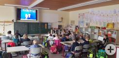 Schüler sehen sich in Bösingen digital das Thema zum Adventsmontag an